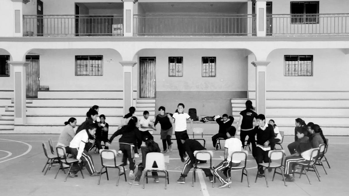 Sillas Musicales / Musical Chairs
